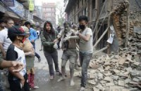Число жертв землетрясения в Непале увеличилось до 2,3 тыс. человек