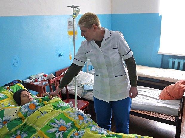Ірина Йосипенко у Петропавлівській лікарні з пацієнтом