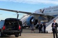 Самолет Мелании Трамп вернулся на базу через 10 минут после взлета