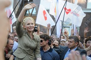 Тимошенко: мало сменить Януковича, надо менять Конституцию