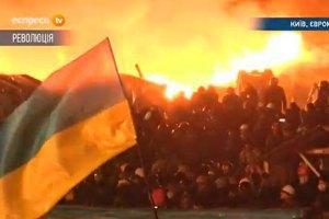 Майдан з боку Інститутської повністю димлений і у вогні