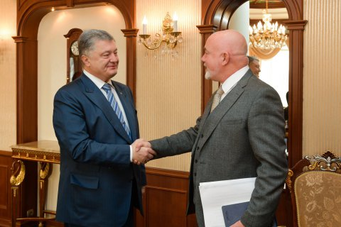 Порошенко предлагает Ryanair создать хаб в Украине