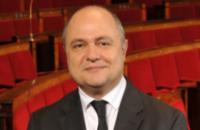 Голова МВС Франції пішов у відставку через скандал з працевлаштуванням дочок
