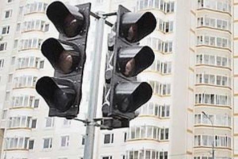 В Киеве двое в масках выхватили из автомобиля на светофоре 1 млн гривен