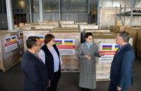 Азербайджан подарував Україні 100 тис. масок і 5 тис. захисних комбінезонів