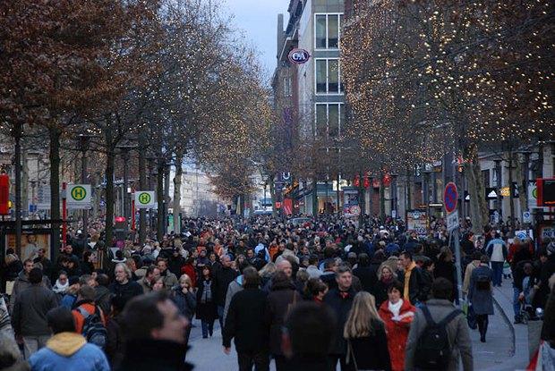 На одній з центральних вулиць Гамбургу в канун Різдва