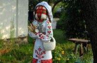 У Тернопільській області створили гігантську ляльку-мотанку