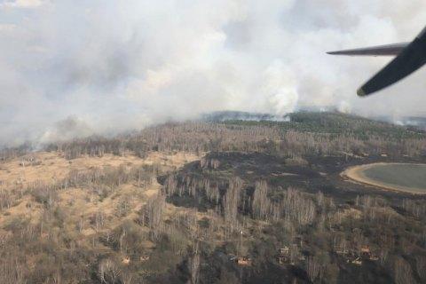 Рятувальники загасили один осередок пожежі в зоні відчуження, горить ще на 20 га