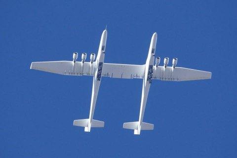 У США здійснив перший політ найбільший у світі літак Stratolaunch