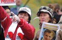 Тимошенко привезли букет-сердце из роз