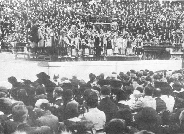 Концерт Українського Національного Хору на стадіоні «Пляца де Торос» в Мехіко 26 грудня 1922 року