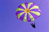 В Киеве готовится массовый прыжок незрячих девушек с парашютом