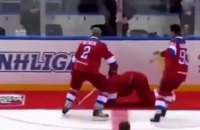 Путин упал на красную дорожку после хоккейного матча