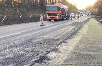 В Укравтодорі показали, як зміцнюють Харківську об'їзну дорогу