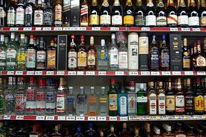 Кабмин поднял цены на алкоголь на 25-50%