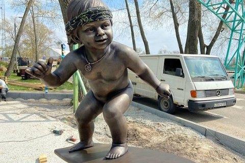Ко дню Киева в парке Муромец откроют скульптуру Малыша-серфингиста
