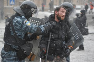 Побитий і затриманий фотограф Мар'ян Гаврилів закликає людей виходити на Майдан