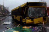 В Киеве на Троещине автобус протаранил грузовик