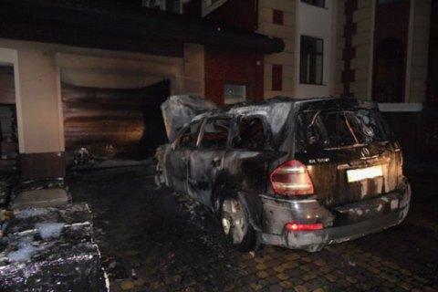В Ровно неизвестные подожгли дом и машину местного депутата
