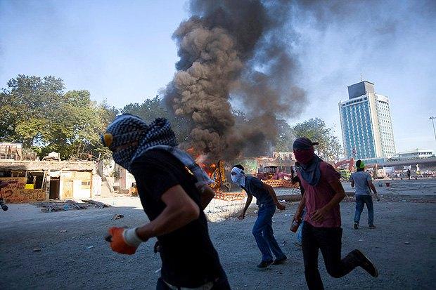 Столкновения с полицией во время протестов на площади Таксим, Стамбул, 11 июня 2013.