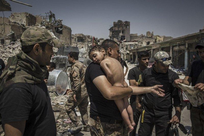Мальчик, которого удалось забрать из зоны, контролируемой «Исламским государством»
