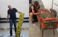 Художники расписали ящики от снарядов для помощи Марьинке