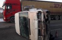 Под Харьковом маршрутный автобус с пассажирами врезался в отбойник, 10 пострадавших