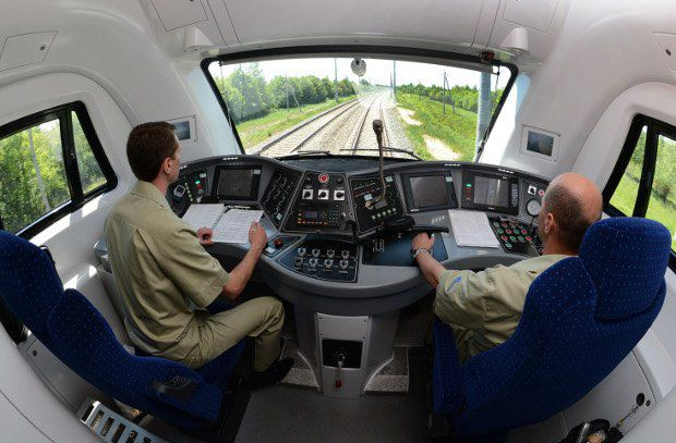 В кабине машиниста электровоза - как в кабине самолета