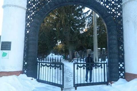 Киянин здав на металобрухт три бронзові погруддя з військового кладовища
