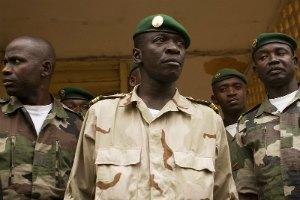 В Мали лидера переворота отстранили от проведения военной реформы