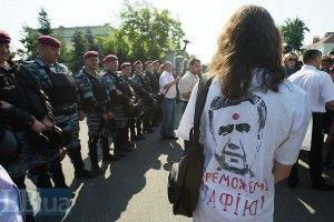 На Прикарпатье милиция ищет футболки с изображением мертвого Януковича