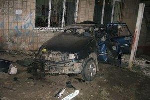В Луганской области машина на полной скорости врезалась в стену: погибли три человека