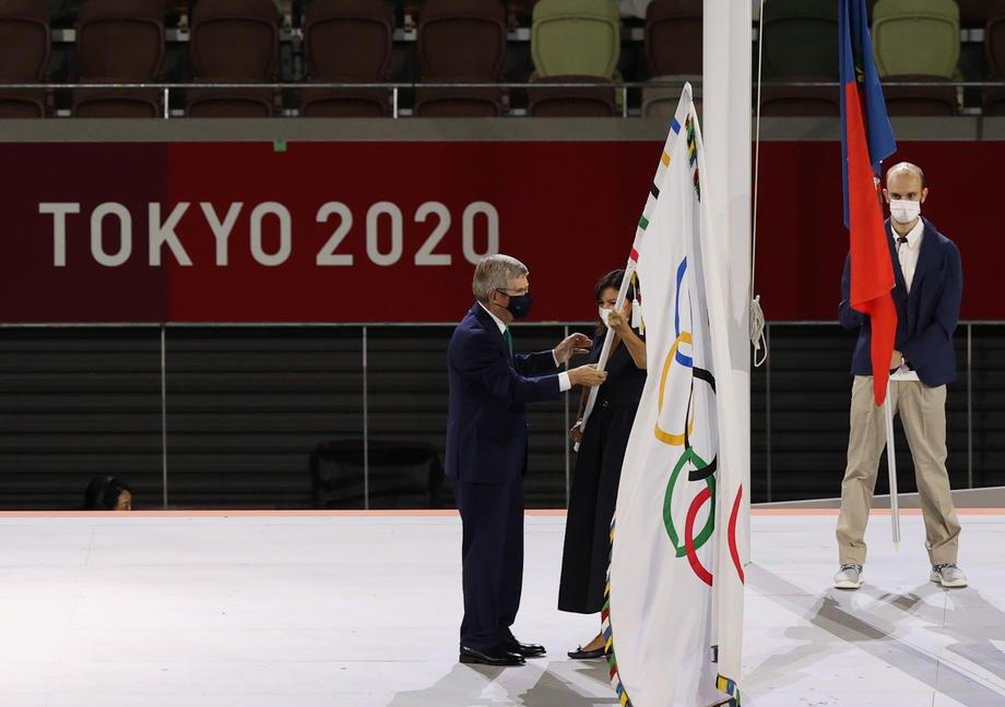Передача олімпійського прапора Франції