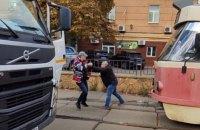 У Києві на Подолі побилися водії трамвая та сміттєвоза