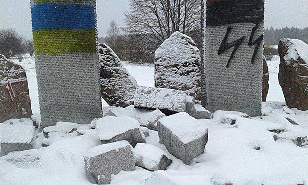 Разрушенный мемориал в Гуте Пеняцкой