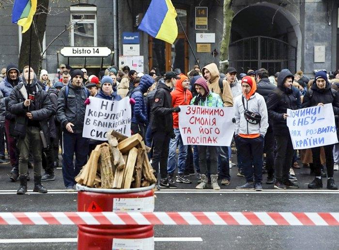 Мітинги під НБУ