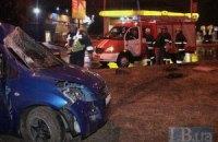На проспекте Гагарина в Киеве автомобиль вылетел с дороги и врезался в столб