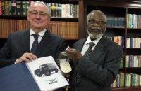 Росія подарувала першому президентові Намібії парадний УАЗ