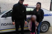 В Херсоне мать и бабушка обливали на улице холодной водой 6-летнюю девочку