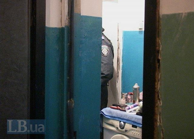 Співробітник міліції на місці злочину