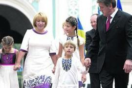 Семейство Ющенко изобразили на стенах церкви