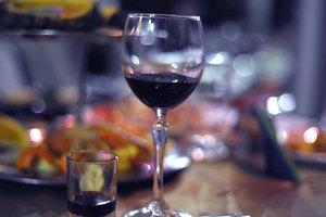 Украинцы пьют в два раза меньше алкоголя, чем россияне