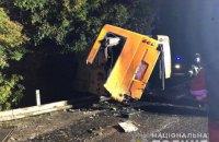 На трасі Київ-Одеса вантажівка в'їхала у автобус, є загиблі та поранені