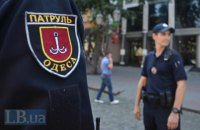 В Одессе водитель Daewoo Lanos въехал в дорожный знак и избил двух патрульных