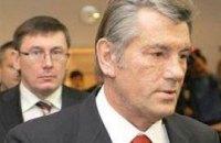 Ющенко требует от Тимошенко уволить Луценко