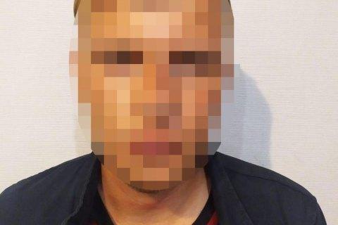 Правоохранители задержали мужчину, подозреваемого в хулиганстве на Аллее Небесной Сотни в Киеве