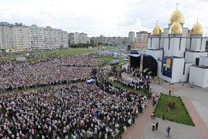 На богослужение в связи с 10-летием приезда Иоанна Павла ІІ пришли 40 тысяч верующих