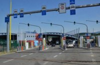 На КПП зі Словаччиною чоловік спалив своє авто, бо не зміг перетнути кордон