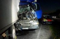 На трасі біля Дніпра сталася смертельна ДТП за участю двох вантажівок і легковика