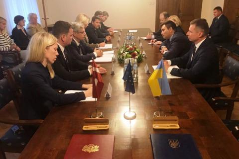 """Латвия назвала """"понятными"""" шаги Украины по обеспечению изучения государственного языка в школах"""